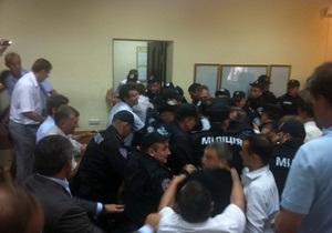 В Печерском суде между депутатами и бойцами Грифона произошла драка