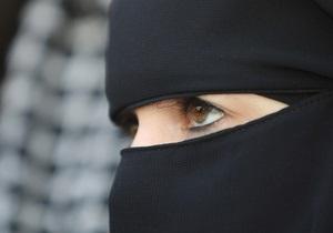 Во Франции впервые оштрафовали женщин за ношение мусульманского головного убора