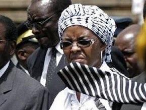 Первая леди Зимбабве избила и поцарапала бриллиантами лицо фотографу