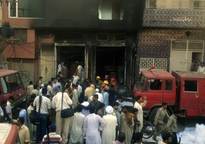 В Пакистане сгорели две фабрики, погибли более 30 человек