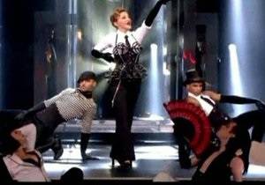 Мадонну освистали и забросали мусором на концерте в Париже