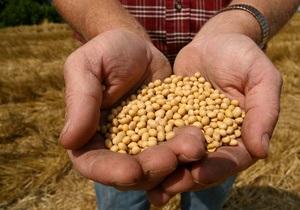 Азаров раскритиковал Аграрный фонд за низкие темпы форвардных закупок зерна