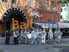 В России в отношении военных музыкантов, выступавших в костюмах кроликов из Playboy, начата проверка