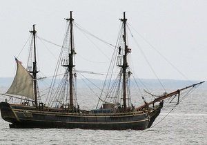 Затонувший из-за урагана Сэнди в США парусник: одна из членов экипажа скончалась, капитан не найден