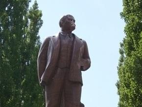 КПУ намерена собрать деньги на реставрацию памятника Ленину в Киеве