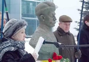В Киеве поставили временный бюст Мазепы