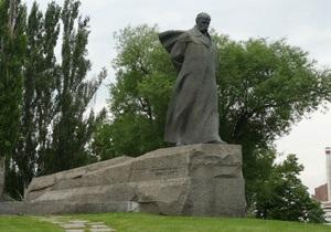 МИД: В Москве временно демонтировали памятник Шевченко