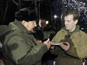Медведев угостит Рауля Кастро черным хлебом с салом