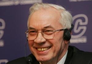 Азаров поздравляет мастеров народного искусства с профессиональным праздником