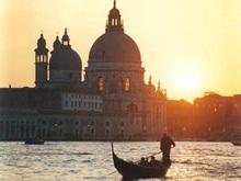 В результате обвала строения в Венеции погиб один украинский рабочий, два госпитализированы