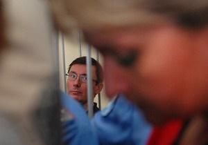 В Народной самообороне опасаются, что у Луценко может развиться рак