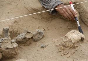 Археологи откопали два древних храма на мусорной свалке в Перу