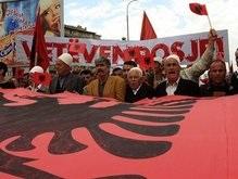 Албанцы забросали мусором миссию ООН в Приштине