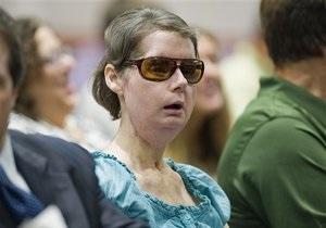 Американка, ослепшая и потерявшая обе руки после нападения шимпанзе, получит $4 млн