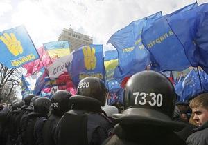 Парламентское большинство призвало оппозицию  обуздать своих сторонников