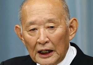Премьер Японии попросил самого пожилого министра не уходить на пенсию