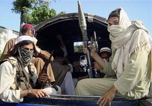 Пакистанские боевики захватили в заложники 60 человек