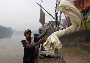 Наводнения на Шри-Ланке оставили без крова более 100 тысяч человек