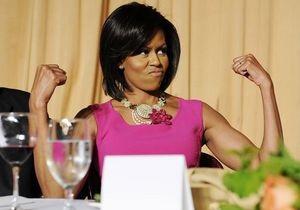 Мишель Обама 25 раз отжалась в эфире ток-шоу и рассказала, что ее муж разбрасывает носки