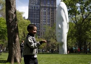 В парке Нью-Йорка появилась гигантская голова нимфы