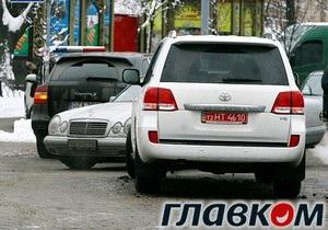 СМИ: В центре Киева столкнулись машины Шувалова и Тигипко