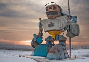 Территорию крупной компании в Одесской области  охраняет  гигантский робот