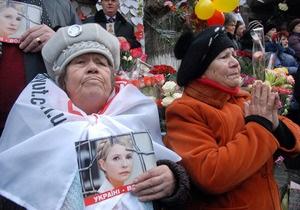 Более половины украинцев видят политический подтекст в деле Тимошенко - опрос