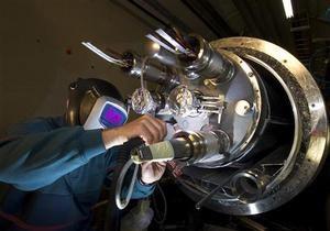 Физики представили первое результаты по поиску бозона Хиггса в адронном коллайдер