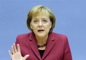 DW: Меркель критикует открытое письмо экономистов