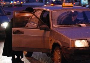 Трое жителей Бердянска разбили машину такси за то, что пришлось долго ждать автомобиль