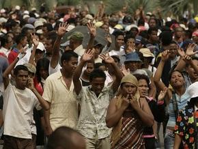 На Мадагаскаре проходят митинги в поддержку свергнутого президента
