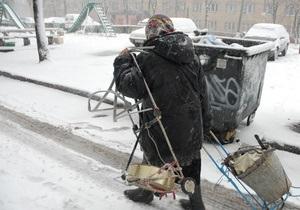 На одном из киевских рынков из-за снега обрушился навес, есть пострадавшие