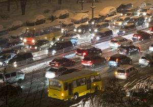 Украинских водителей просят воздержаться от поездок на собственном транспорте