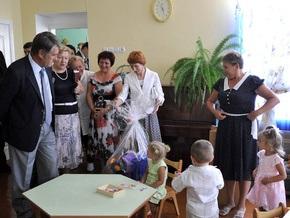 Ющенко посетил детский сад и школу