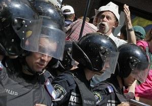 Сторонники оппозиции перекрыли движение на улице Грушевского