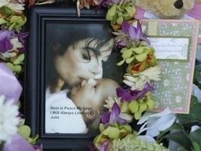Москвичи в память о Джексоне запустят в небо сотни белых шаров