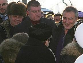 Киевским медикам раздали Евангелие от Черновецкого