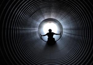 Ученые объяснили, почему перед смертью люди видят свет в конце тоннеля