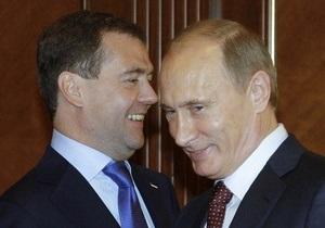 Опрос: Путин и Медведев теряют популярность