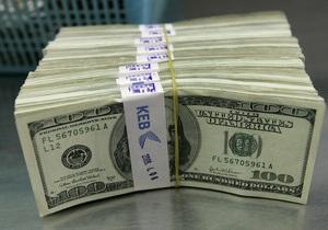 Украинцы в апреле продолжили активно скупать валюту
