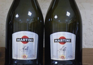 Операция Акциз: в Киеве конфисковали 1400 бутылок вина без документов на четверть миллиона гривен
