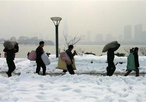 В Китае ураганные ветры и град разрушили более тысячи домов