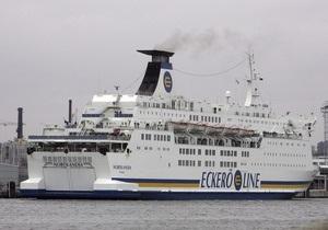 Во льдах Балтийского моря застрял паром, на борту которого находятся 850 человек