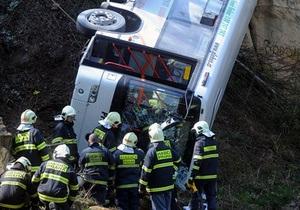 В Праге автобус упал в реку: есть погибшие