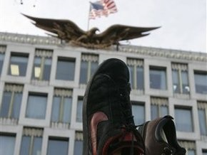 Фирма, изготовившая туфли, которыми бросили в Буша, не справляется с наплывом заказов