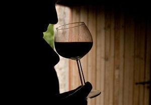 Украинские пограничники изъяли у молдаванина почти тонну домашнего вина
