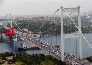 У берегов Стамбула произошло столкновение трех судов