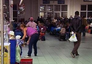 Пассажиры аварийно приземлившегося в Крыму самолета отправлены в Санкт-Петербург