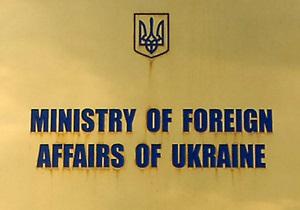 СМИ: Сотрудник украинского посольства в Ирландии был задержан за езду на авто без двух шин