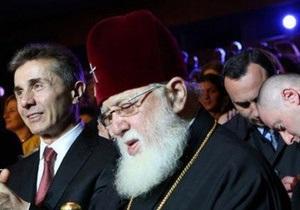 Патриарху Грузии по случаю юбилея подарили восьмиметровую чурчхелу и 80 литров вина